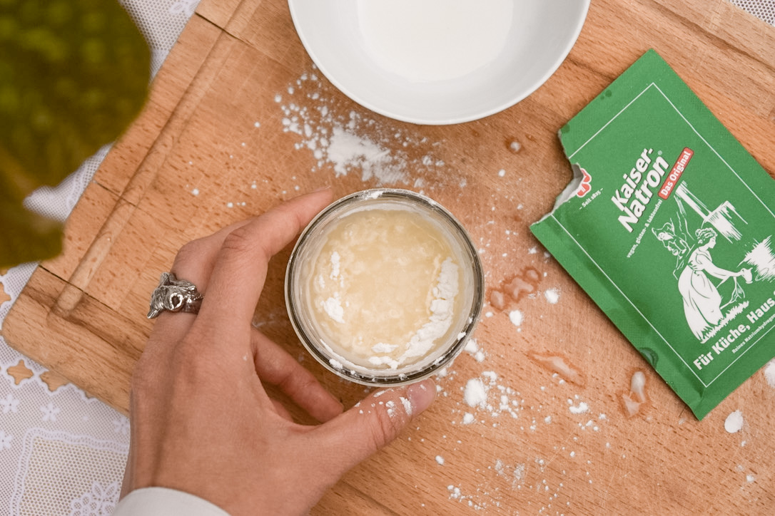 Baking soda in DIY deodorant recipe